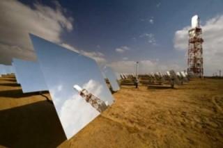 Строительство крупнейшей солнечной электростанции наполовину завершено