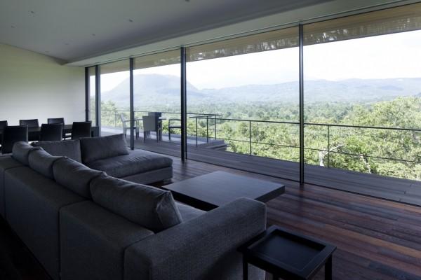 Вид на горы и лес из помещений дома