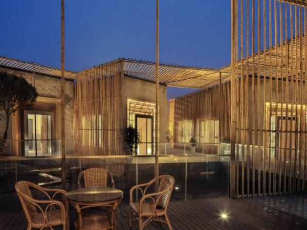 В домике используются элементы традиционного китайского ландшафтного дизайна