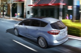 GE покупает 2000 гибридов Ford