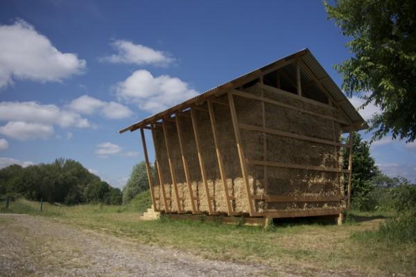Дизайнеры проекта обратились к традиционным архитектурным формам, свойственных сельским постройкам