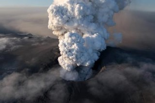 В Новой Зеландии — извержение вулкана с выбросом пепла на 3 км
