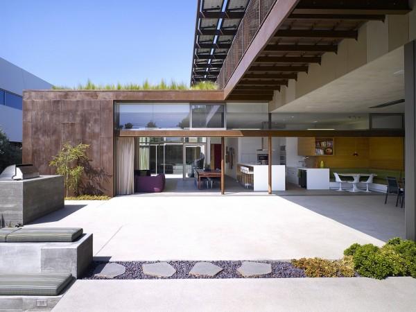 На внутренних двориках достаточно места для различных занятий на открытом воздухе