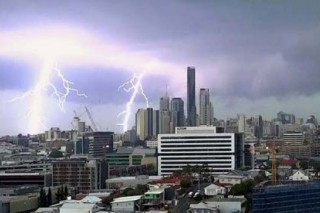 Австралийский Квинсленд пострадал от мощного шторма