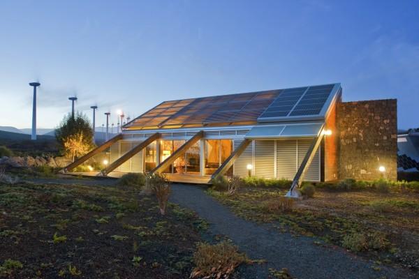 Ветряные турбины дополняют солнечные панели