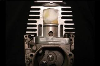 Изобретен двигатель, использующий в рабочем цикле воду и горячее масло