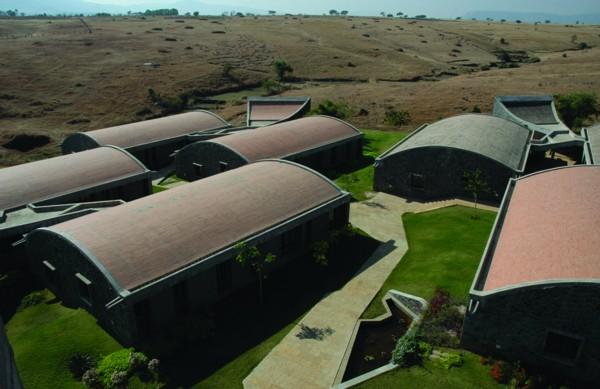 Крыши покрыты терракотовой черепицей