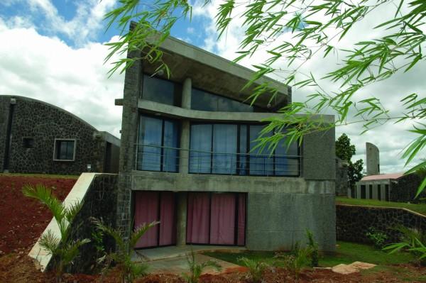 Учебный комплекс построен из натуральных материалов в их естественной цветовой гамме