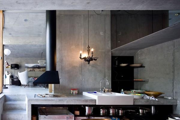 В доме есть все традиционные компоненты современного жилья: полноценная кухня, столовая, cпальни и гостевые комнаты