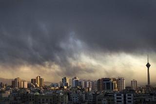 В столице Ирана центральные районы накрыты густым смогом