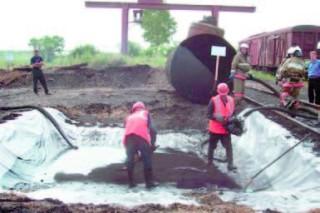 Последствия разлива нефтепродукта на железной дороге устраняют в Забайкалье