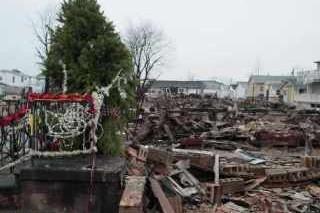 Чуть более пятнадцати торнадо оставили в США без света сотни домов на Рождество