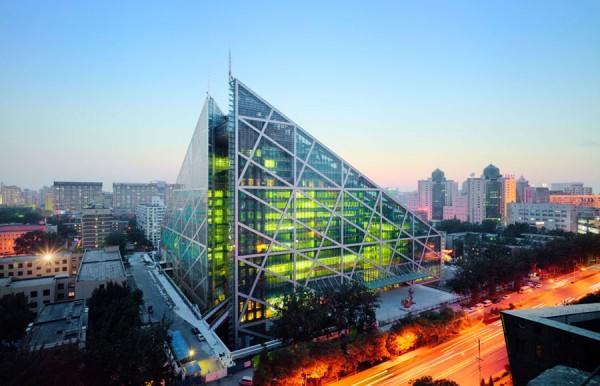 Под стеклянной капсулой укрыты два 9-этажных и два 18-этажных здания