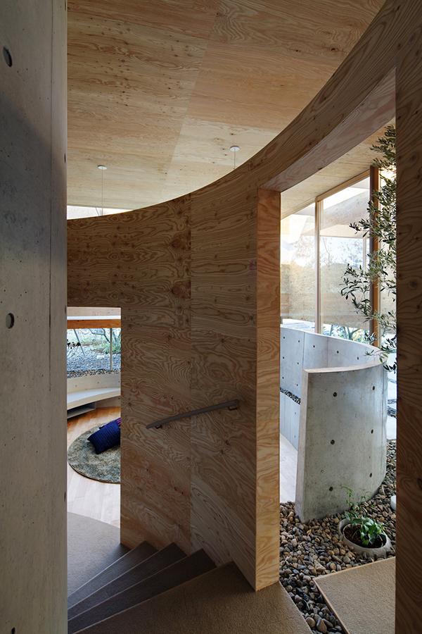 Целью архитекоров было слияние внутренних помещений с окружающим ландшафтом