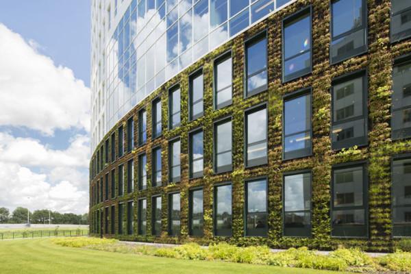 В 14-этажном офисе работают более 2000 сотрудников