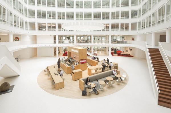 Интерьер состоит из просторных, открытых помещений