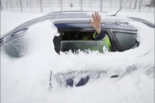 В Румынии из-за снегопада заблокированы в своих автомобилях триста человек