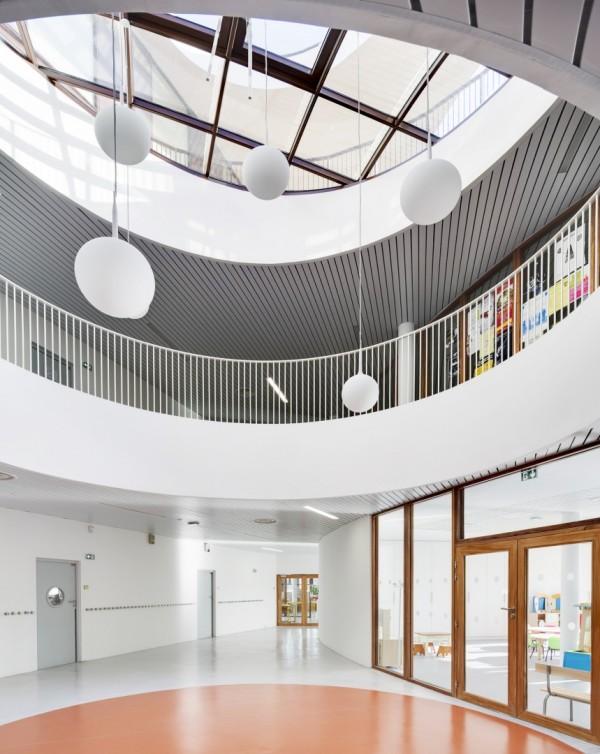 Школьный комплекс в пригороде Парижа