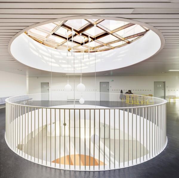 Грамотно продуманное остекление наполняет внутренние помещения естественным светом