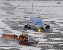 После снежного урагана аэропорты Камчатки начали снова работать