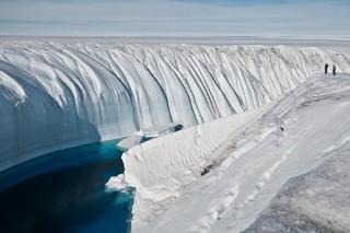 На обоих полюсах ускоряется потеря льда