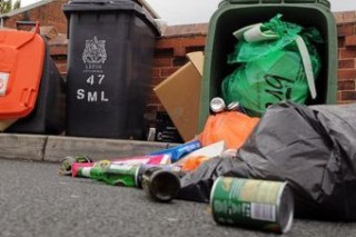 Британские города оказались завалены мусором
