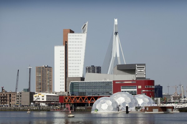 В рамках этого проекта к 2040 году в Роттердаме планируется построить не менее 1200 плавучих домов