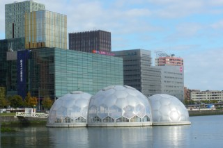 Экспериментальный павильон на воде в Роттердаме