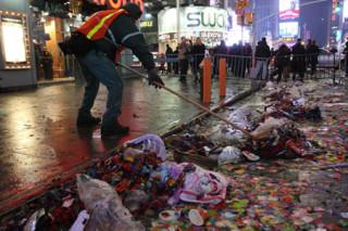Около 50 тонн мусора было вывезено с нью-йоркской Таймс-сквер после Нового Года