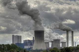 Канадские исследователи обнаружили, что несчастье людей и загрязнение воздуха связано