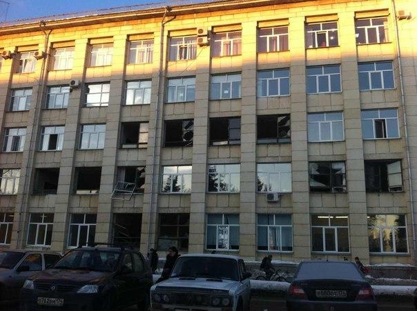 Выбитые окна вшколе в Челябинске после падения метеорита