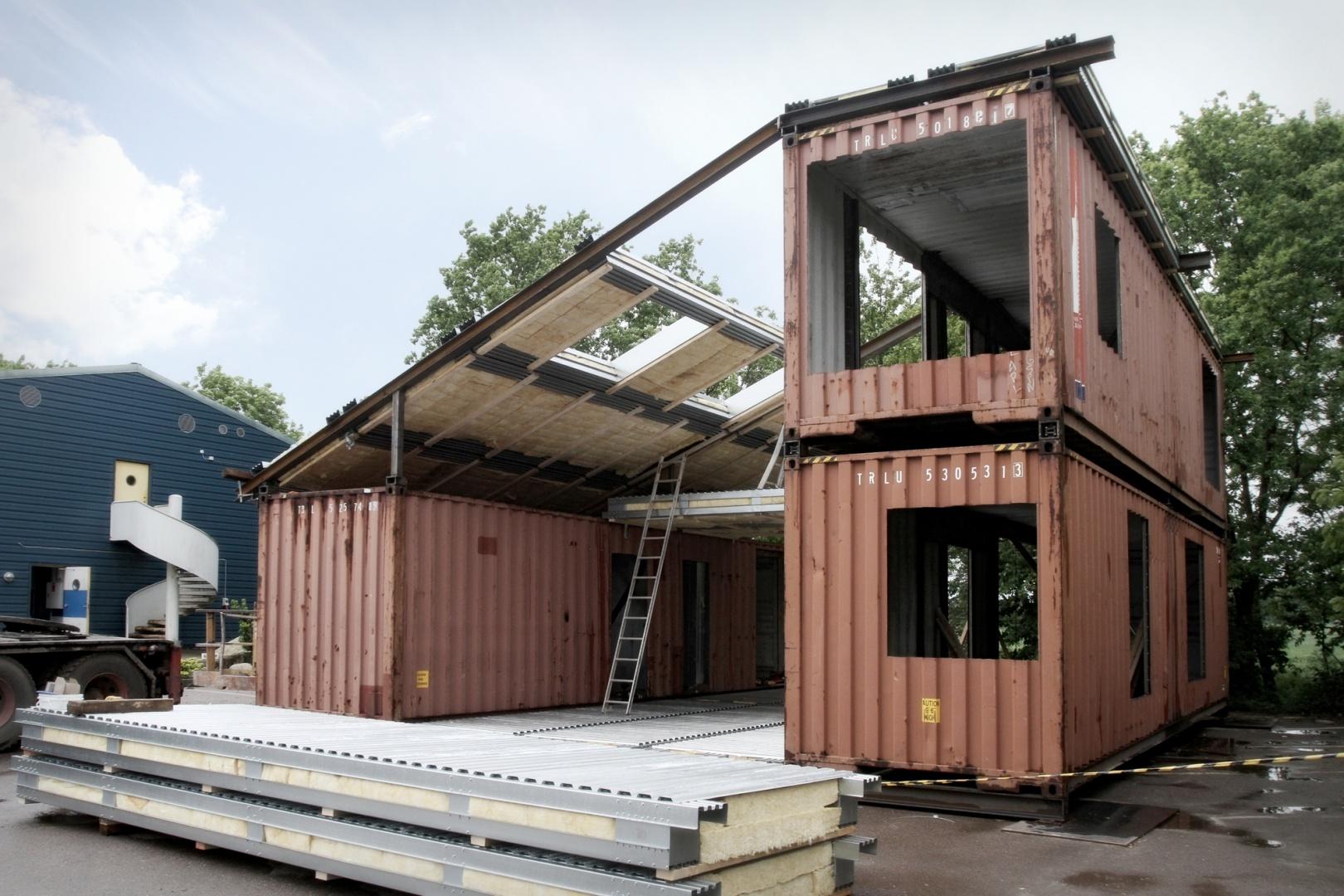 Cabana moderna din containerele de marfa abandonate. Finalul e superb