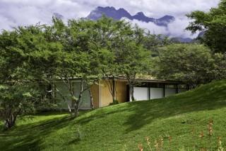 Коттеджи с «живой» крышей в лесах Эквадора