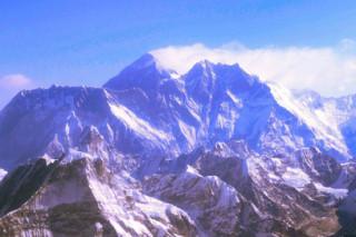 Военные Индии и Непала снесли со склонов Эвереста четыре тонны мусора
