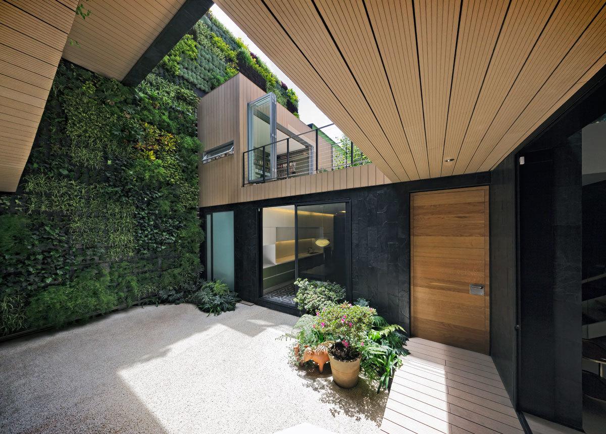 Дом с вертикальным садом из 4000 растений.