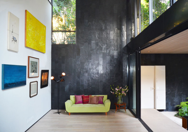 Интерьер выполнен в минималистичном стиле