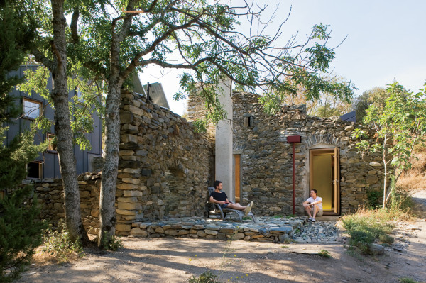 Коттедж из руин старой мельницы