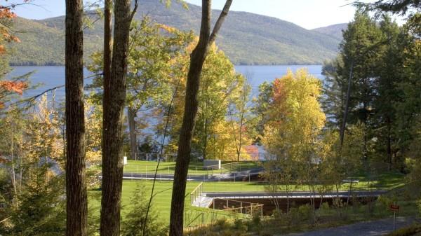 Семейная резиденция у озера