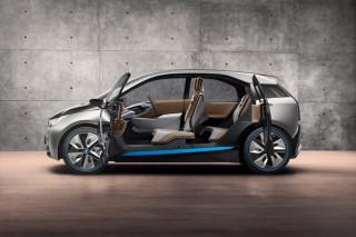 В BMW подогревают интерес к электрокару i3