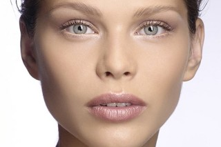 Оставленный на ночь макияж губительно влияет на здоровье кожи