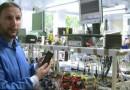 Британцы зарядили мобильный телефон мочой