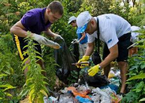 Берег реки Дон в Воронеже очистили от мусора