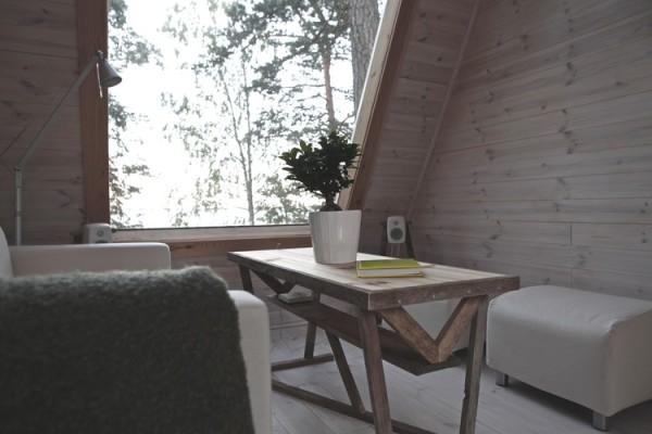 Компактный домик для отдых в лесу