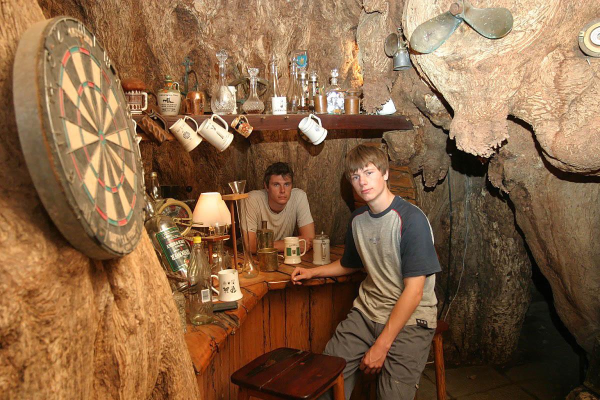 pub_v_ogromnom_6000-letnem_baobabe_2.jpg