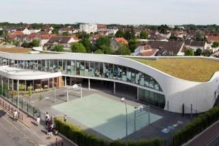Школа с «живой» крышей во Франции
