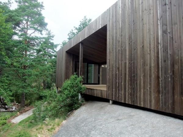 Деревянный дом в норвежском лесу