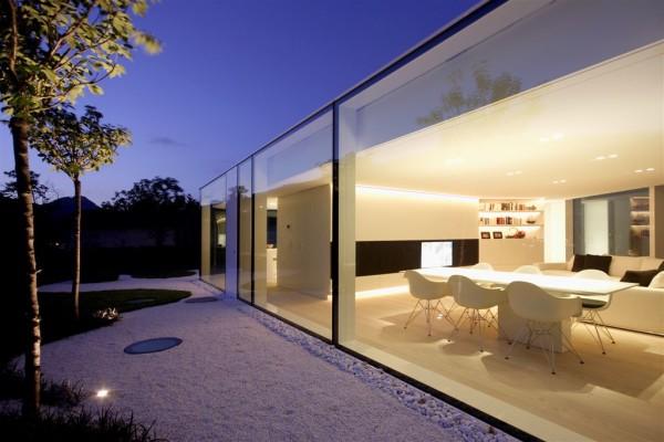 Стеклянный дом у озера Лугано
