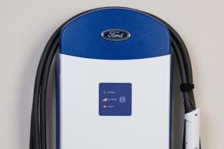 Ford будет бесплатно заряжать электромобили своих сотрудников