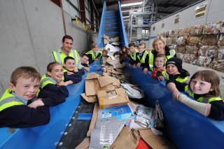 В США школьников познакомят с переработкой мусора