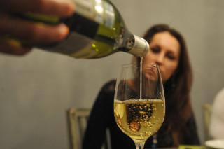 Ежедневный бокал вина укрепляет кости пожилых женщин